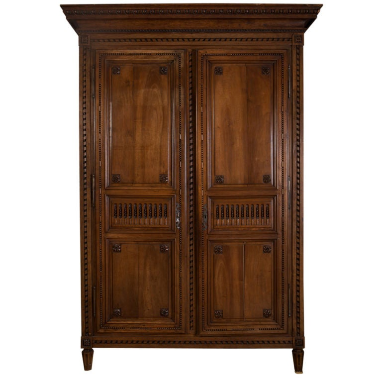 louis xvi mahogany armoire bordelaise for sale at 1stdibs. Black Bedroom Furniture Sets. Home Design Ideas