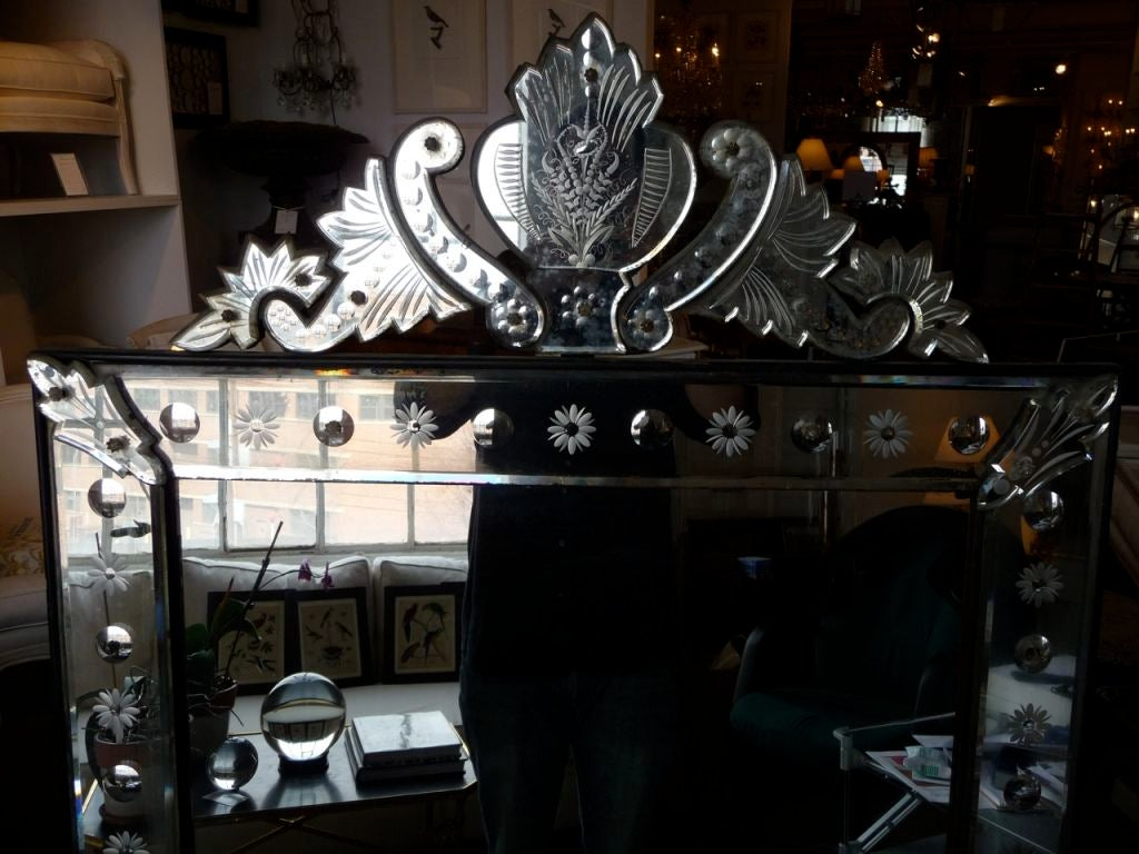 19th Century Venetian Mirror with Crest In Excellent Condition For Sale In Boston, MA