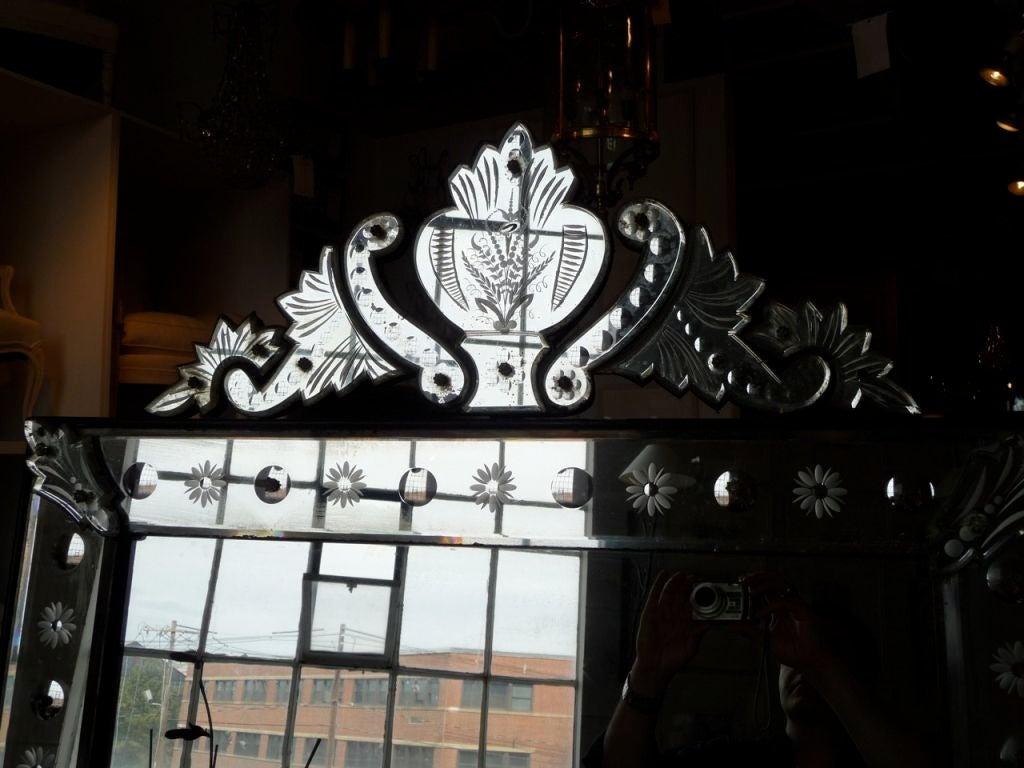 19th Century Venetian Mirror with Crest 3