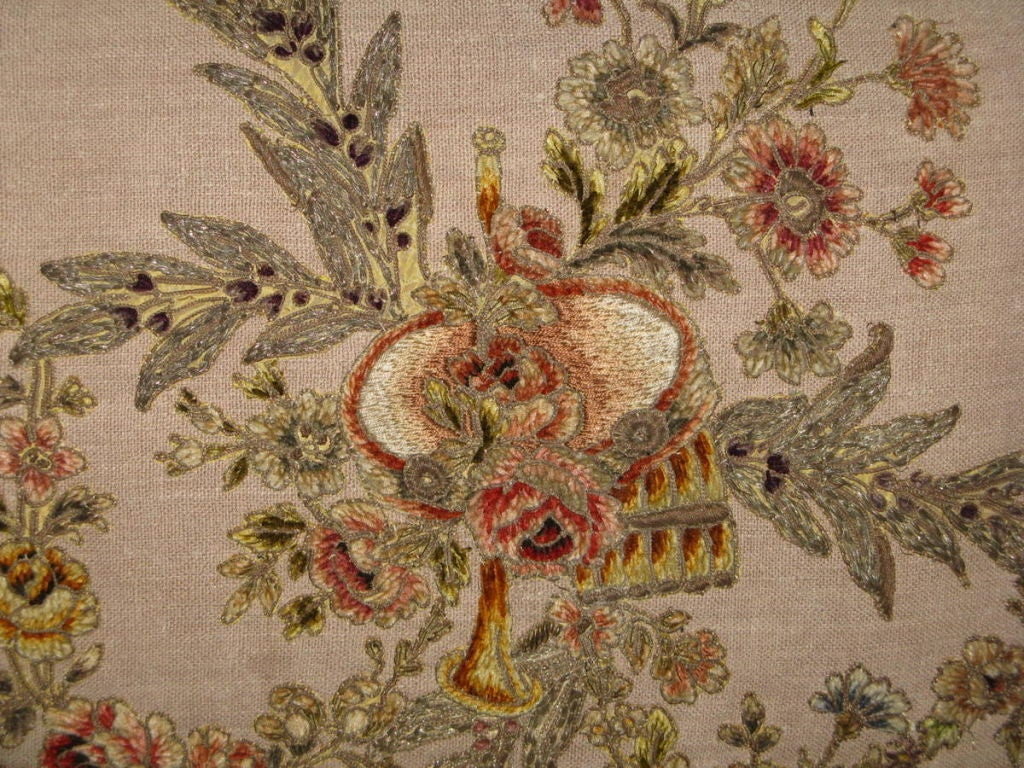 Pair of 19th C French Appliqued Linen Pillows In Excellent Condition For Sale In Los Angeles, CA
