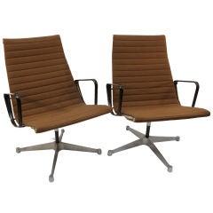 Pair Eames Aluminum Group High back Executive swivel chair