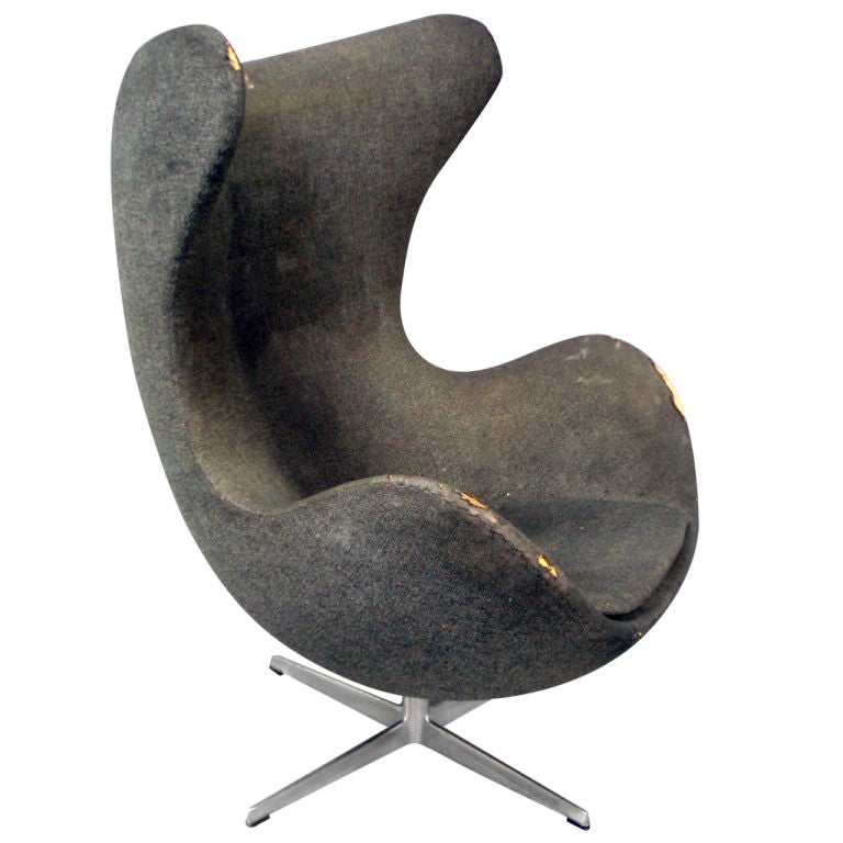 early swivel egg chair by arne jacobsen for fritz hansen at 1stdibs. Black Bedroom Furniture Sets. Home Design Ideas