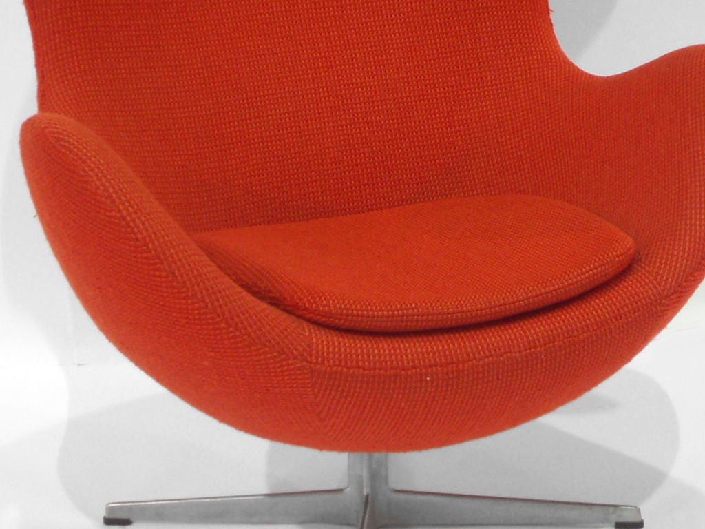 Hand-Crafted Swivel Egg Chair by Arne Jacobsen For Sale