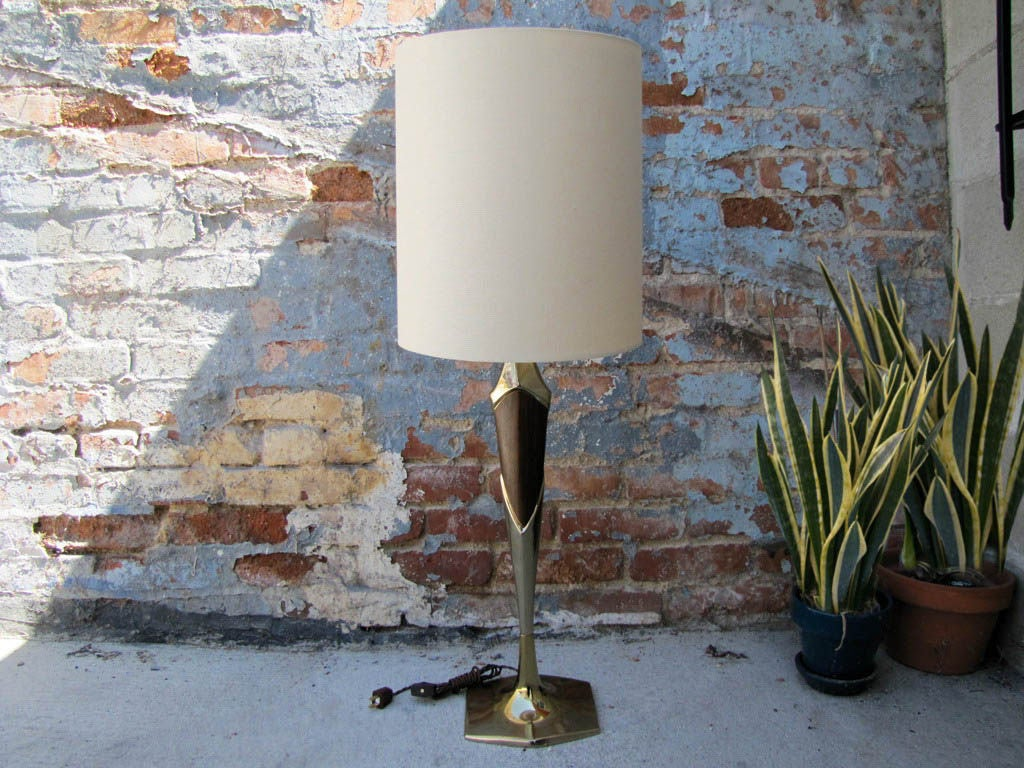 Laurel Table Lamp For Sale 1