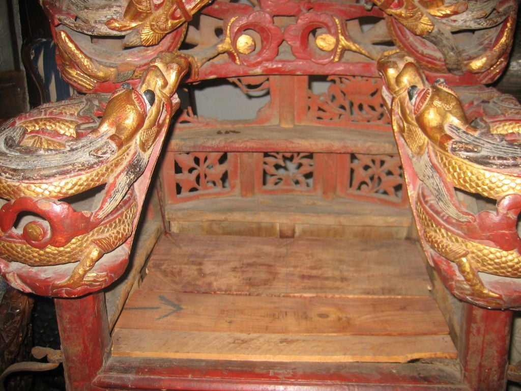 Intricately Carved Chinese Sedan Chair with Intertwined Dragons In Good Condition For Sale In Dallas, TX
