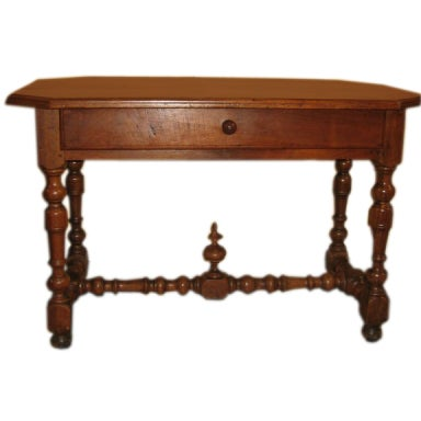 French early 18th century walnut table