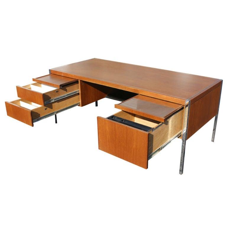 American Richard Schultz For Knoll Executive Desk