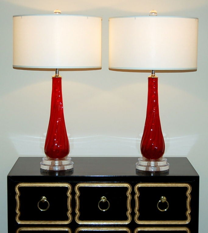 pair of swirled ruby red vintage murano lamps for sale at 1stdibs. Black Bedroom Furniture Sets. Home Design Ideas