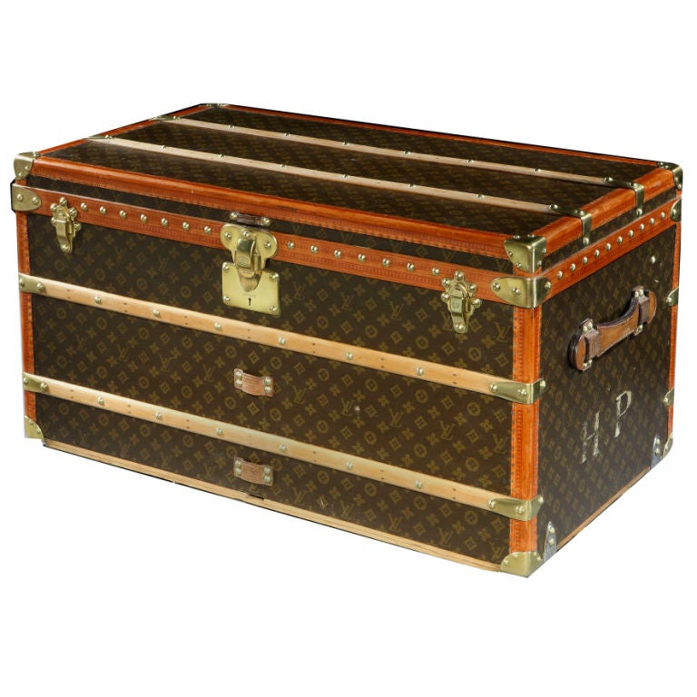 original dark malle courier trunk by louis vuitton c 1920s for sale at 1stdibs. Black Bedroom Furniture Sets. Home Design Ideas