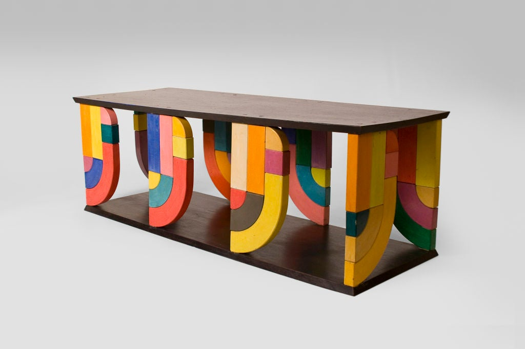 Coffee Table in Pop-Art Form In Good Condition For Sale In West Chester, PA