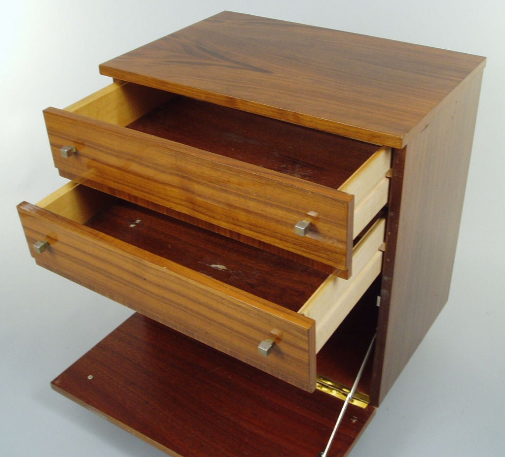Pair mid century modern nightstands at 1stdibs for Modern nightstands for sale