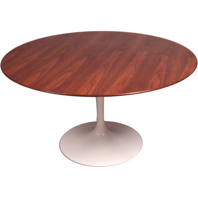 Vintage Knoll Saarinen 54 Quot Round Walnut Dining Table At