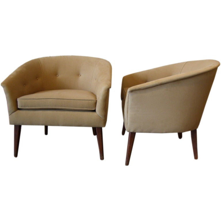 Pair Of Tan Barrel Back Lounge Chairs At 1stdibs