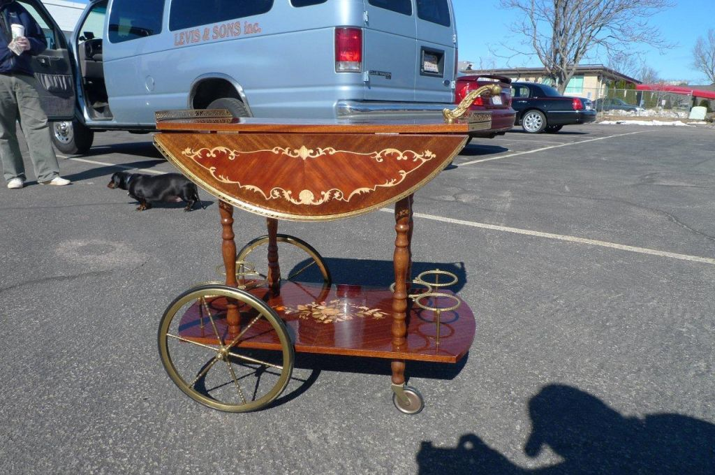 Vintage Italian Tea Cart / Serving Trolley at 1stdibs: www.1stdibs.com/furniture/tables/bar-carts/vintage-italian-tea-cart...
