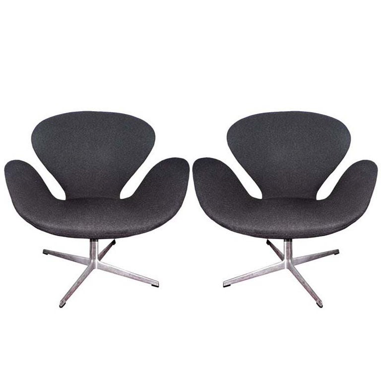 Pair of 1960 39 s arne jacobsen swan chairs at 1stdibs for Swan chairs for sale