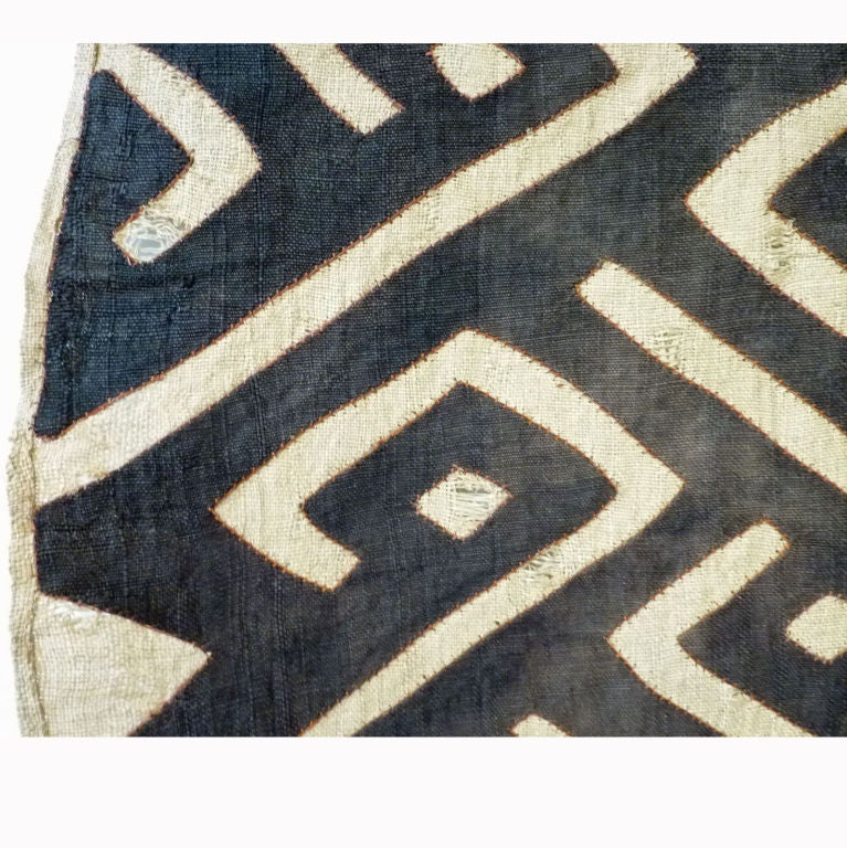 Kuba Cloth Raffia Skirt with Black Pattern In Good Condition For Sale In Richmond, CA