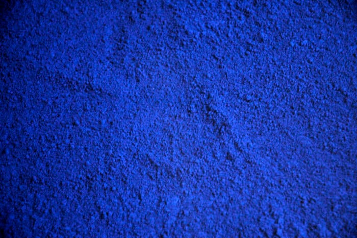 Table bleue by yves klein at 1stdibs - Peinture bleu vintage ...
