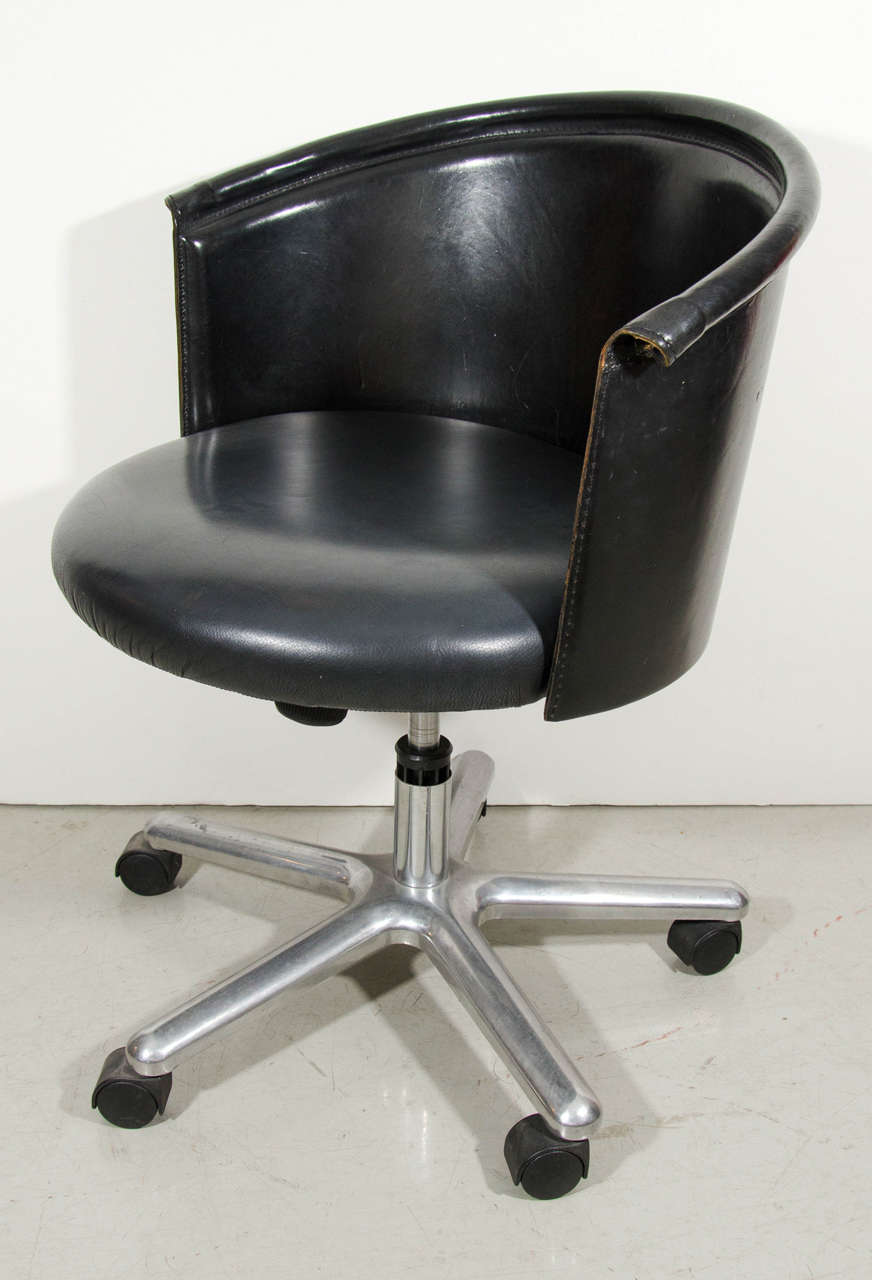 Zanotta leather bucket desk chair for sale at 1stdibs for Leather bucket dining chairs