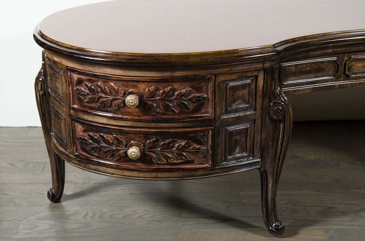 Hollywood Regency Elegant 1940s Hollywood Kidney Shaped Cocktail Table with Hand-Carved Detailing For Sale