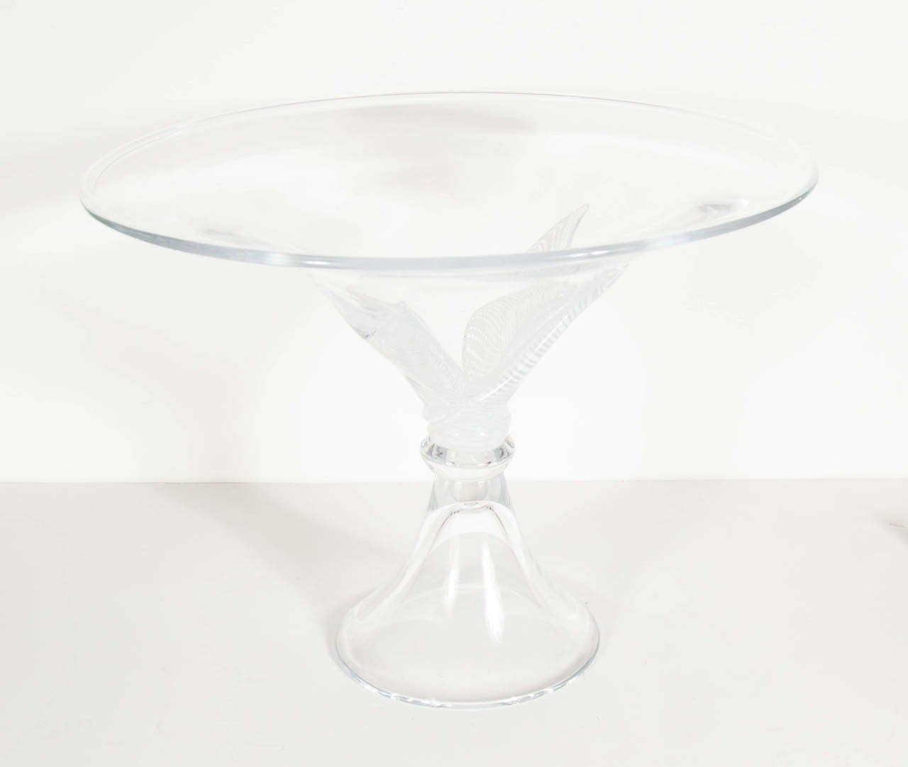 This gorgeous large scale bowl by Licio Zanetti with a white linear feathered blown glass feature at the mid-point. The symmetry of the bowl and base is visually appealing and is signed. Licio Zanetti is world-renowned for his Murano glass