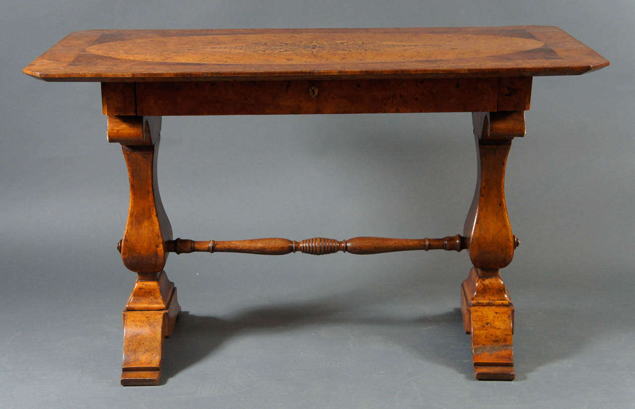 Biedermeier Desk with Burl and Inlay In Excellent Condition For Sale In Hudson, NY