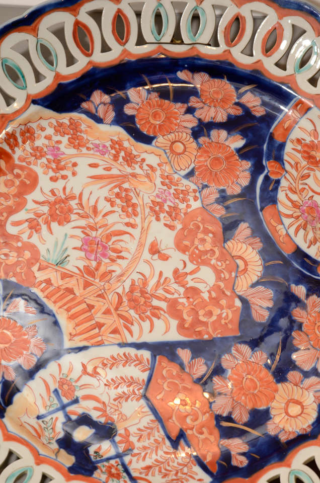 Pair of 19th Century Japanese Porcelain Imari Chargers In Excellent Condition For Sale In New York, NY
