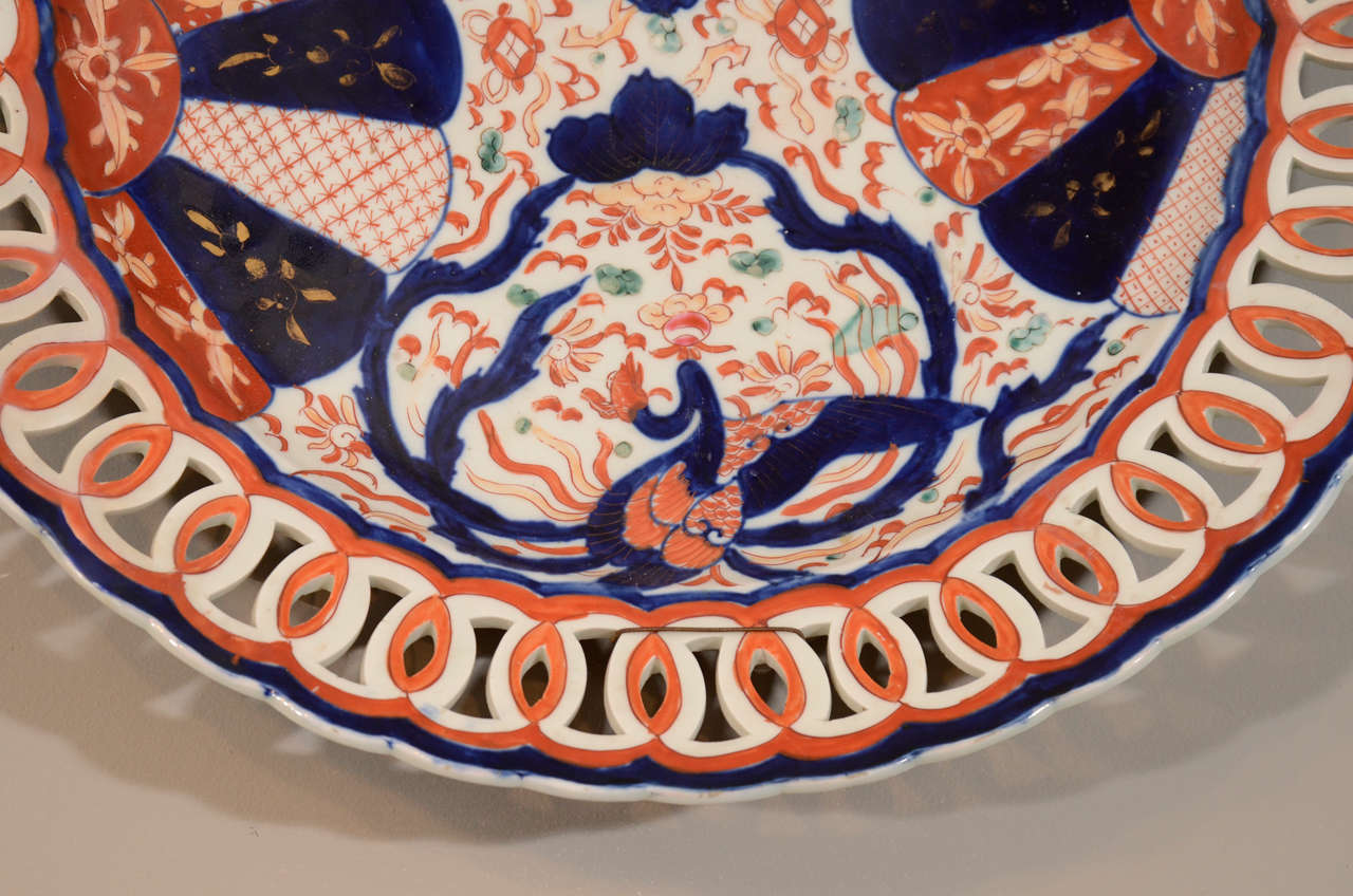 Pair of 19th Century Japanese Porcelain Imari Chargers For Sale 4
