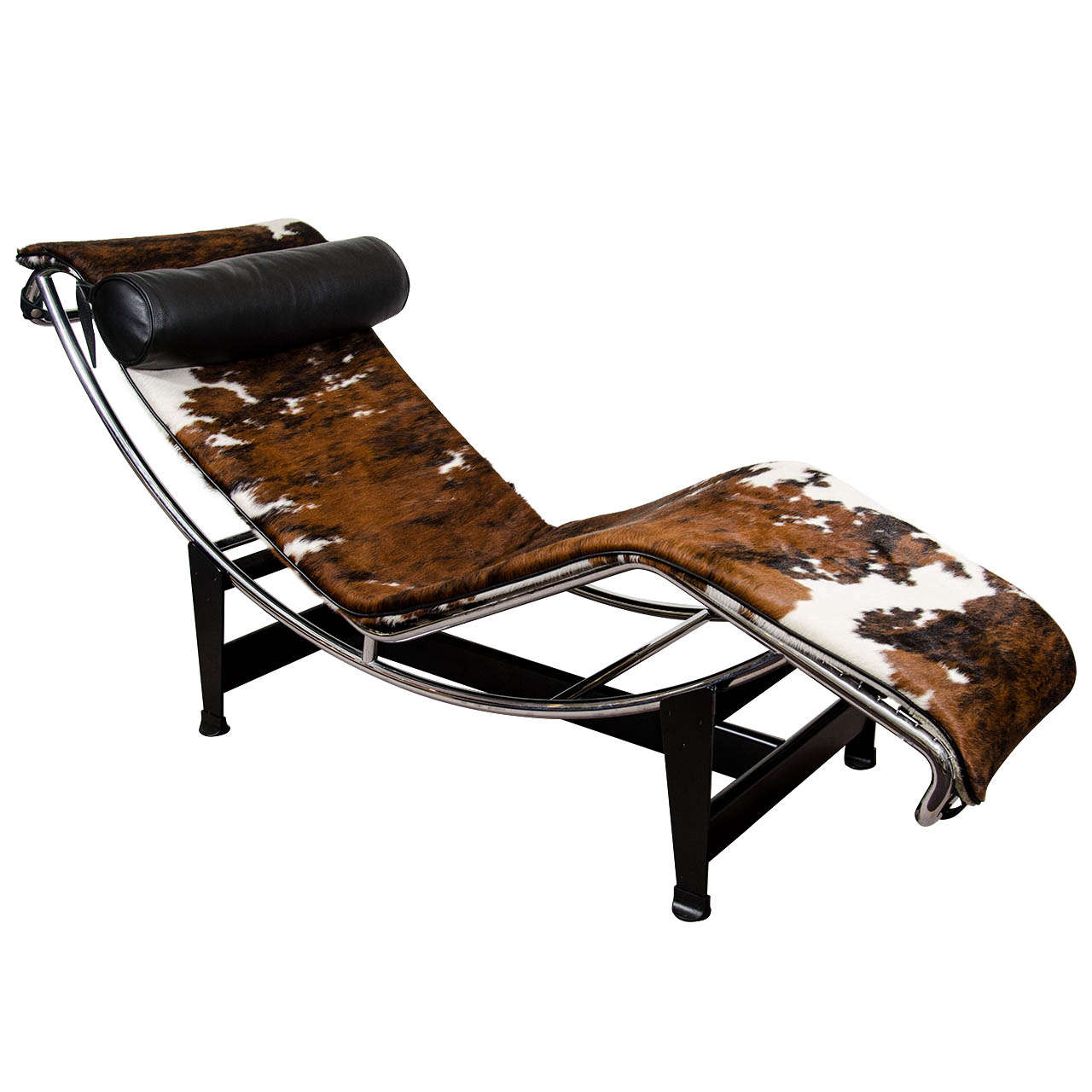 A mid century le corbusier lc4 lounge chair in cowhide at for Chaises longues tressees
