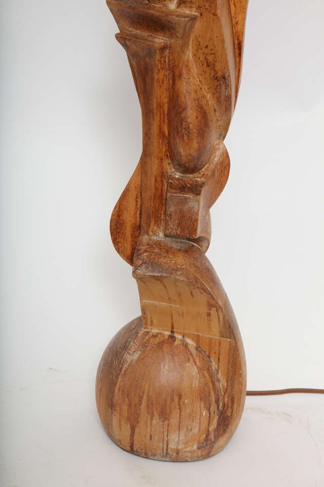 1940s Italian Futurist Hand-Carved Wood Table Lamp In Excellent Condition For Sale In New York, NY