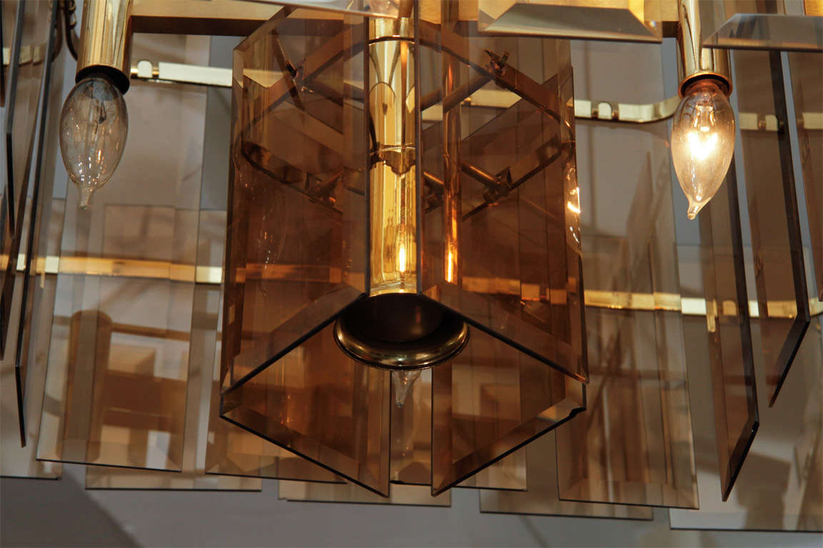 Mid Century Amber Glass and Brass Chandelier In Good Condition For Sale In New York, NY