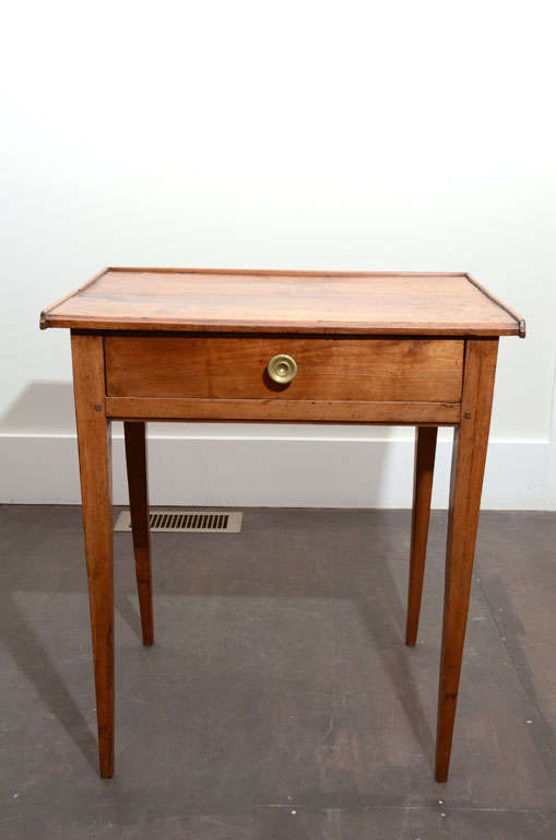 Beautiful Oak End/Side table with Drawer and Round Brass Pull.