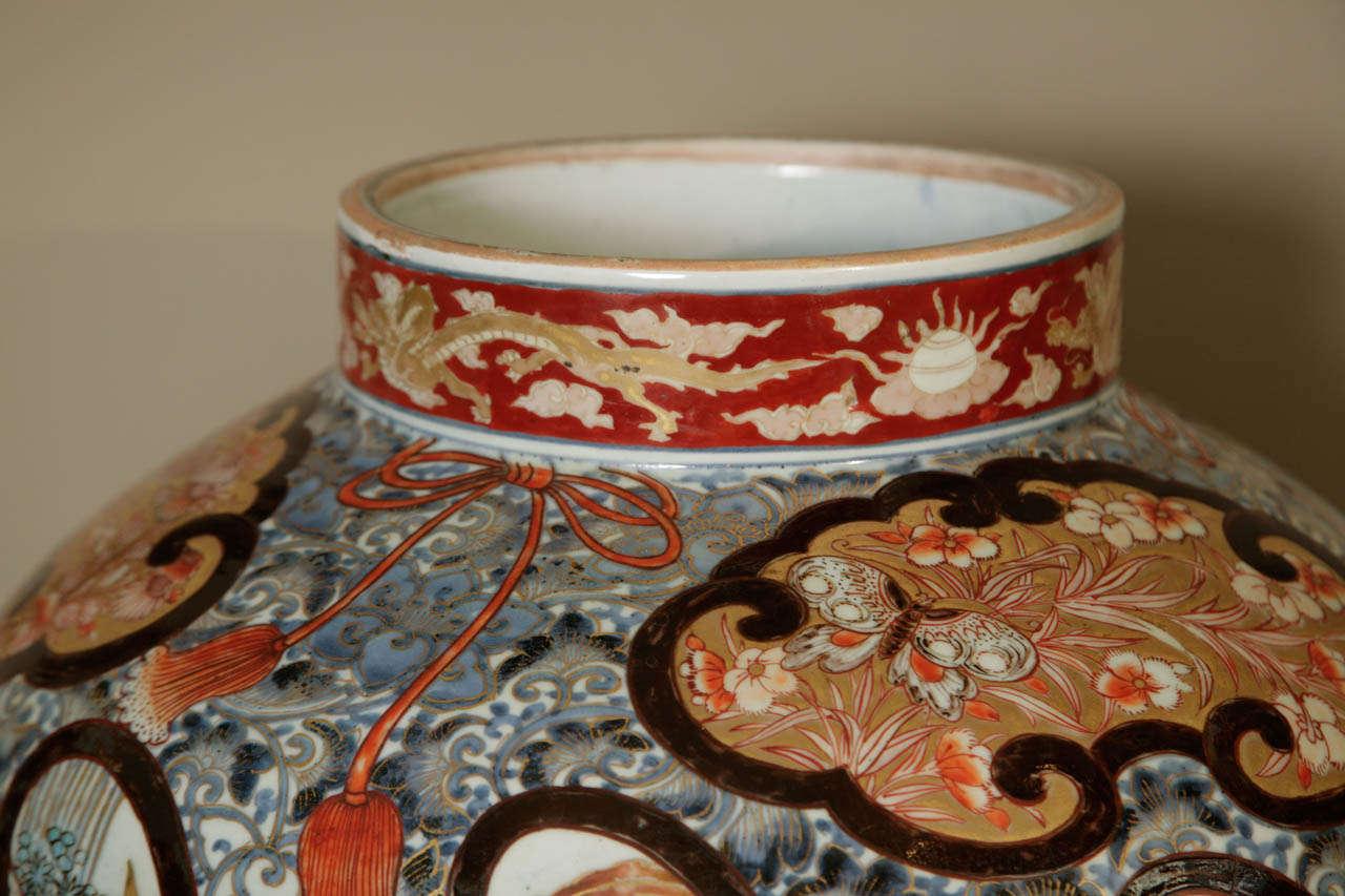 Early 18th Century Japanese Imari Vase For Sale 5