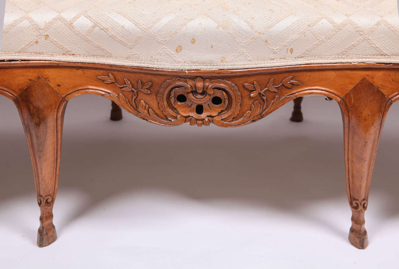 Louis XV Fine French 18th Century Walnut Canape For Sale