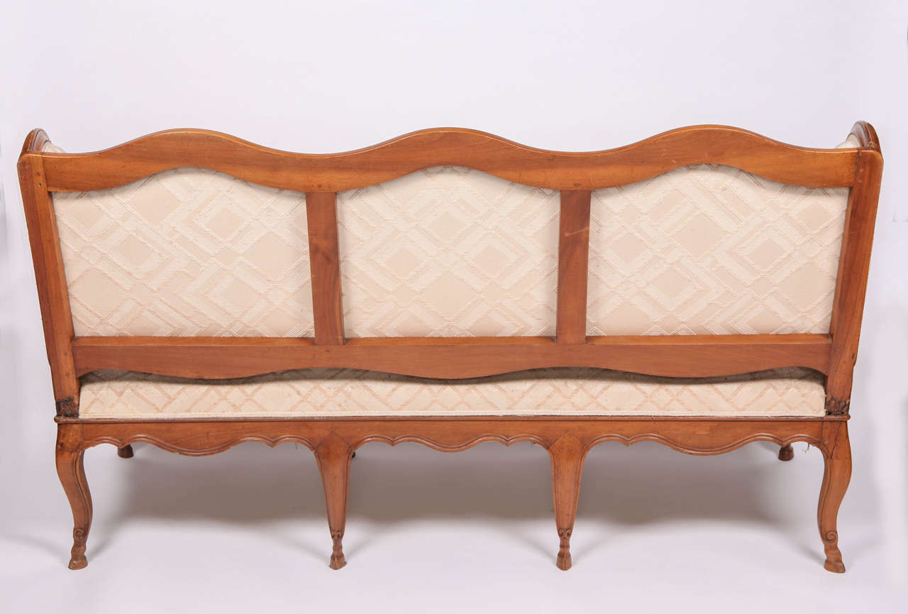 Fine French 18th Century Walnut Canape For Sale 1