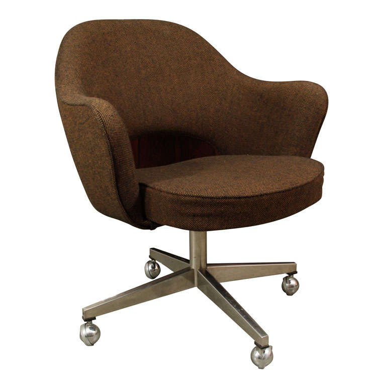 Classic Saarinen Executive Chair On Casters At 1stdibs