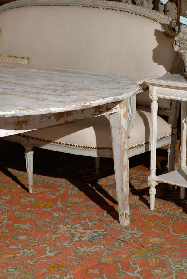 Dining Table with Tapered Legs at 1stdibs