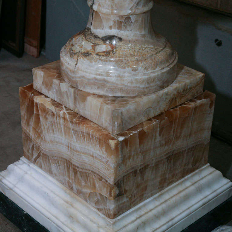 A Fine and Rare Large  Lapis Medicea Onyx Urn or Fountain In Excellent Condition For Sale In Hudson, NY