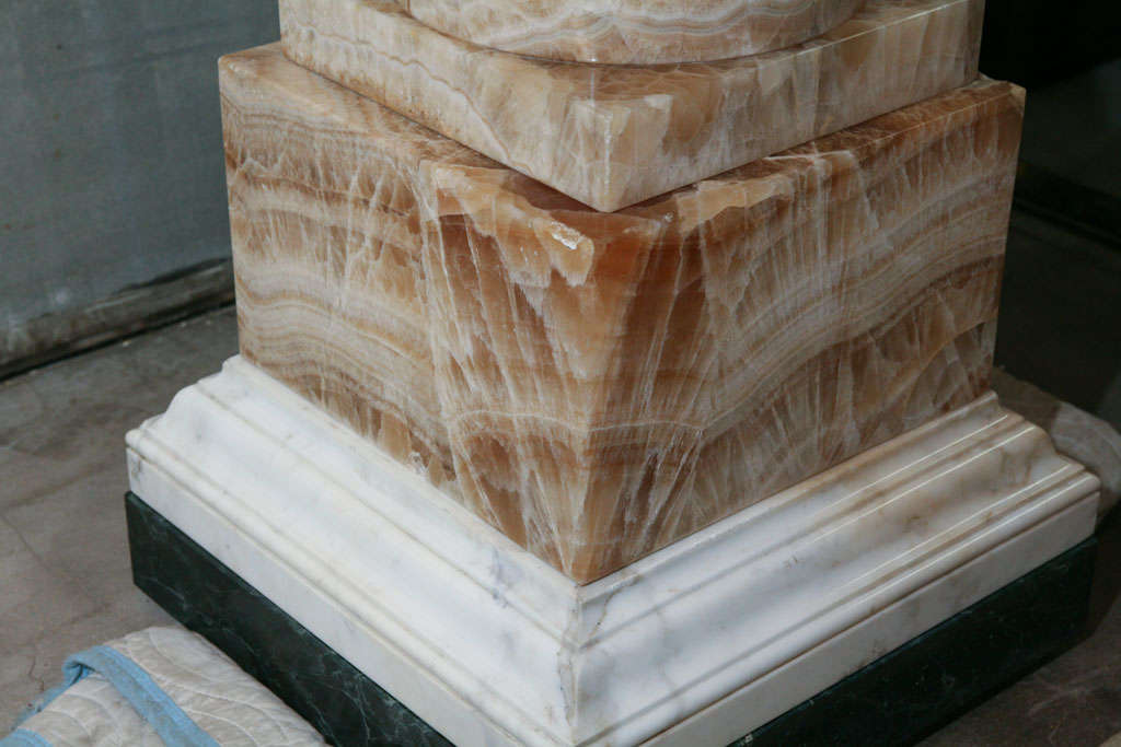 A Fine and Rare Large  Lapis Medicea Onyx Urn or Fountain For Sale 1