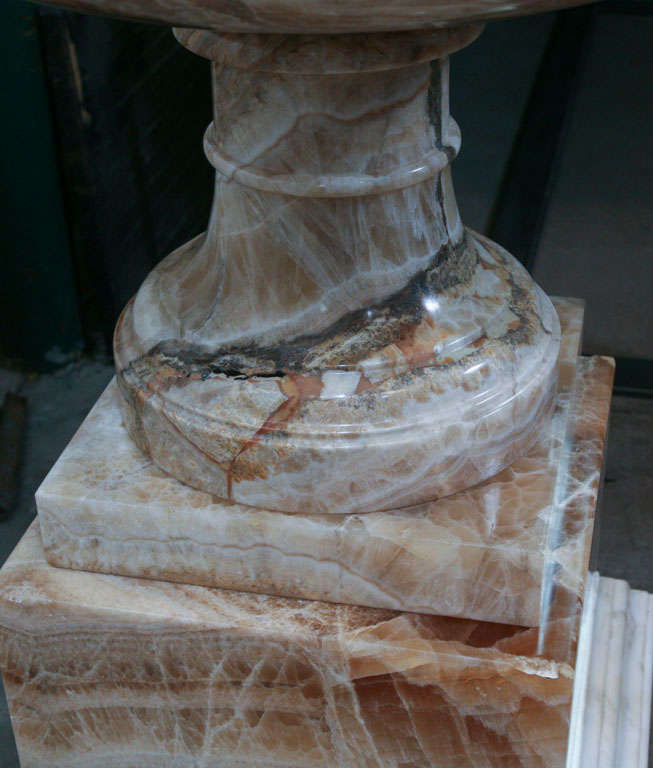A Fine and Rare Large  Lapis Medicea Onyx Urn or Fountain For Sale 3