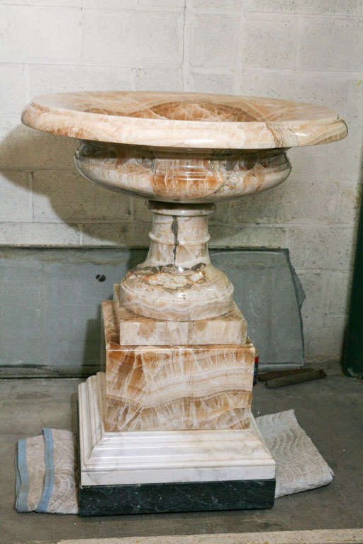 A Fine and Rare Large  Lapis Medicea Onyx Urn or Fountain For Sale 5