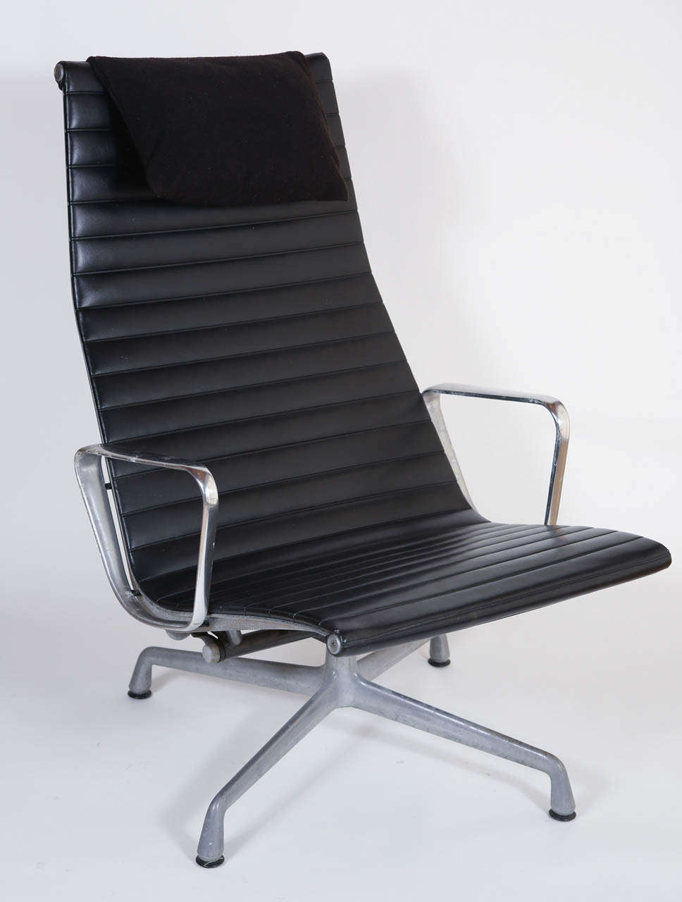 eames for herman miller aluminum group lounge chair and ottoman image