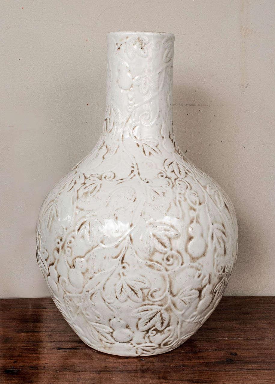 large blanc de chine famille ware vase at 1stdibs. Black Bedroom Furniture Sets. Home Design Ideas