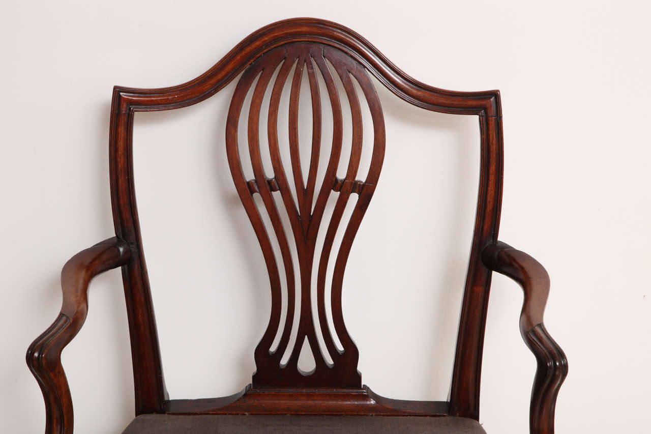 George III Mahogany Armchair in the Manner of Hepplewhite In Excellent Condition For Sale In New York, NY