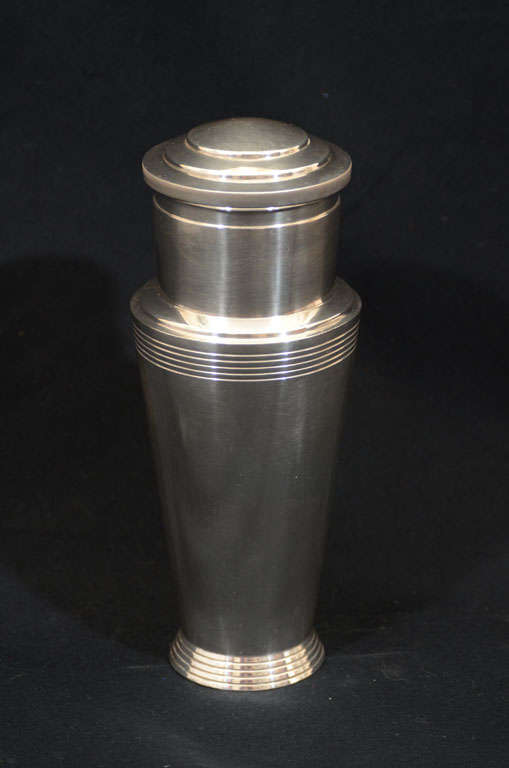 A rare Art Deco silver plated 1-pint capacity cocktail shaker. A signature design by Keith Murray with modern, geometric lines. The large cap serves as a double jigger with a removable strainer inside. Marked Mappin & Webb, English, circa 1932.
