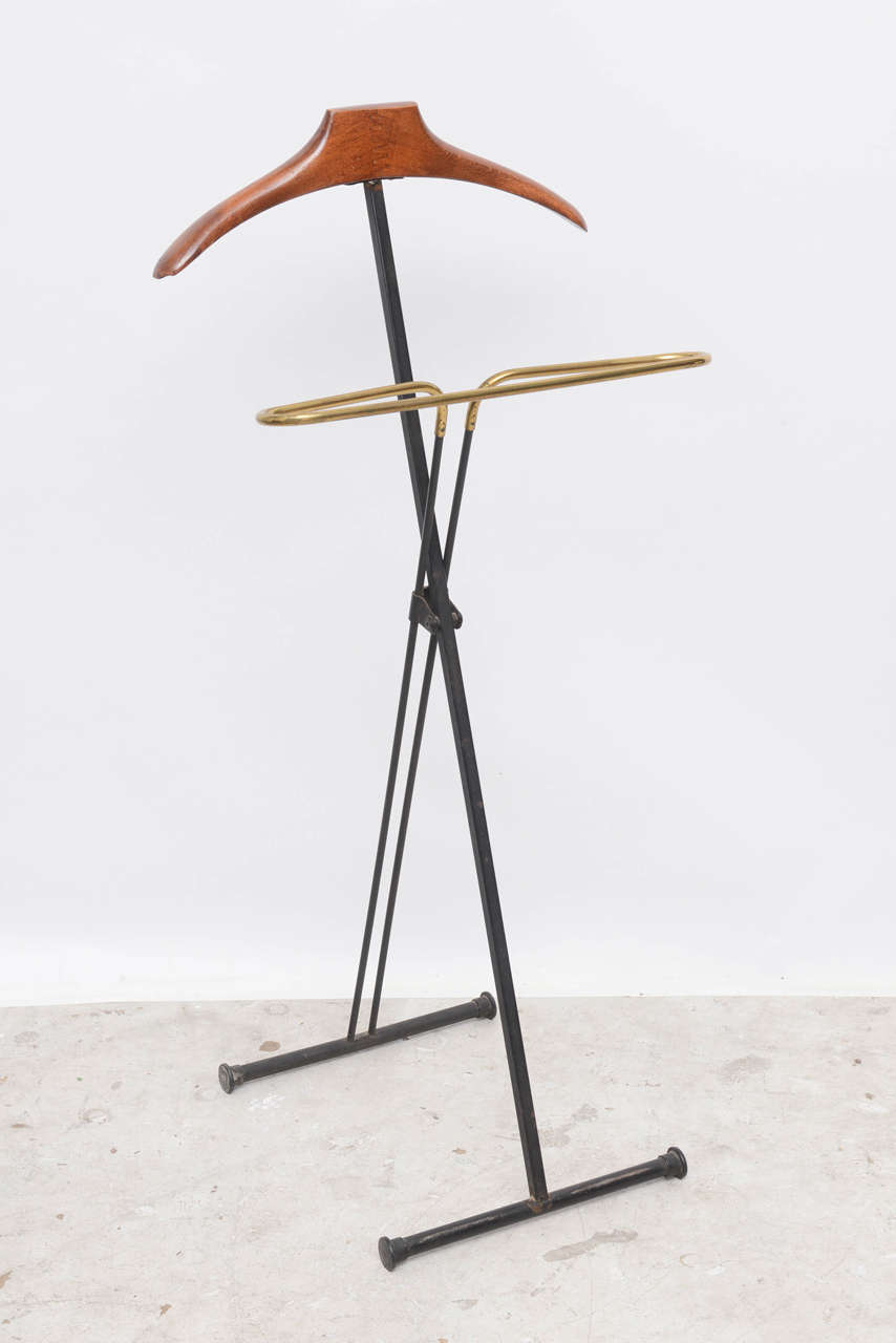 Mid-Century Modern French Wood and Brass Men's Valet Stand, Coat Stand In Excellent Condition For Sale In North Miami, FL