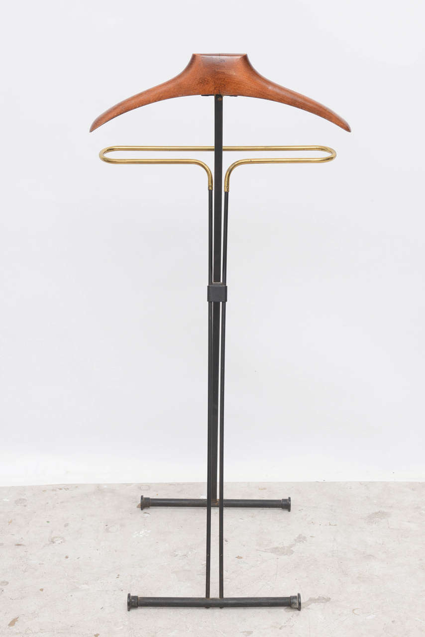 Mid-Century Modern French Wood and Brass Men's Valet Stand, Coat Stand For Sale 1
