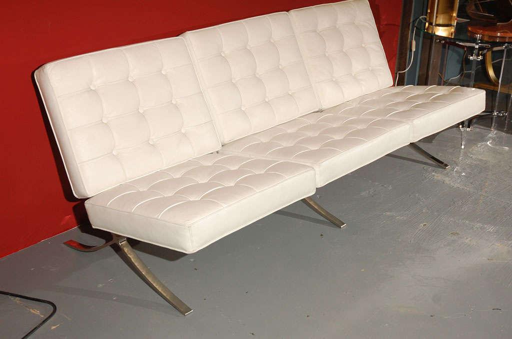 Mies van der rohe barcelona sofa at 1stdibs for Sofas 4 plazas barcelona