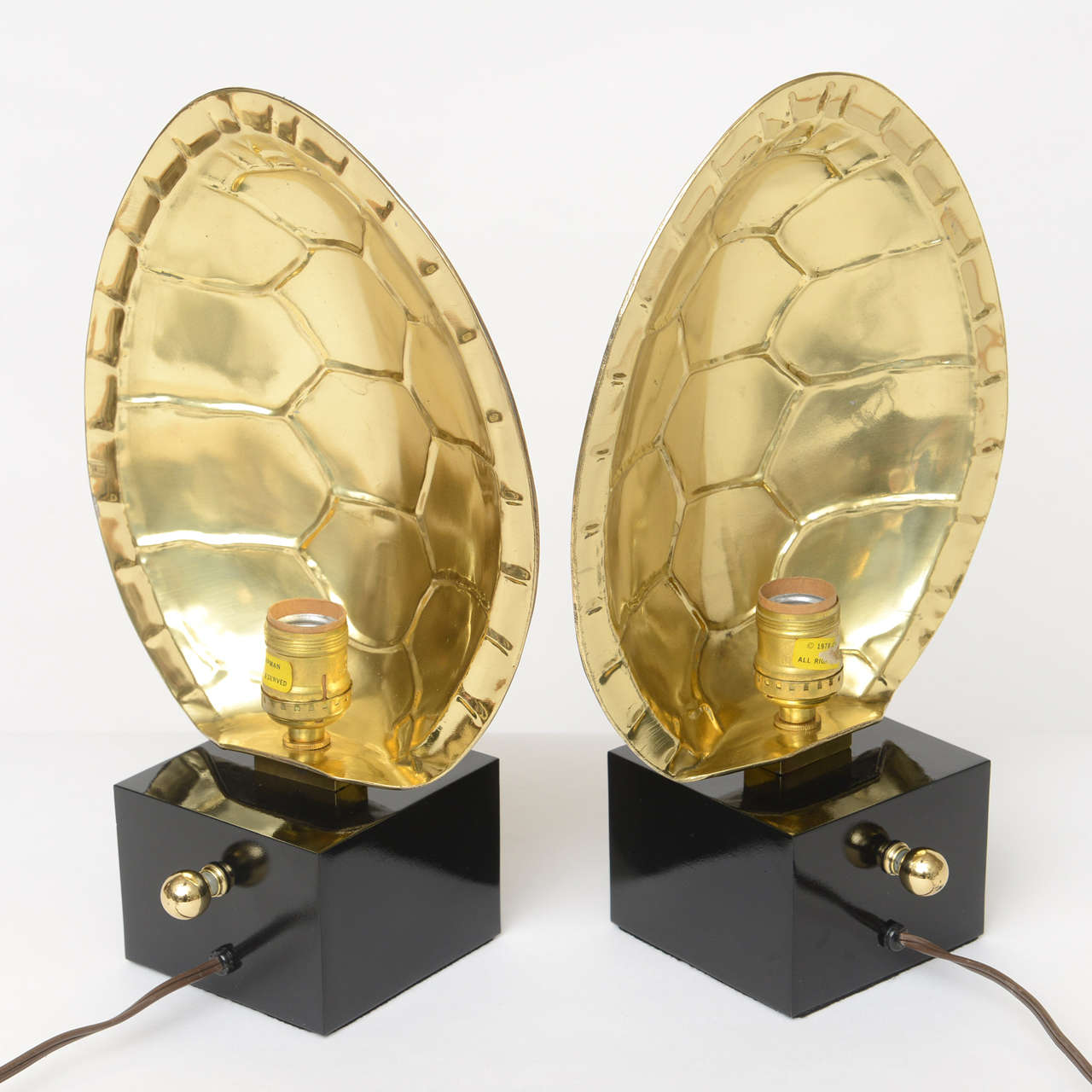 Pair of Fully Restored Chapman Polished Brass Tortoise Shell Lamps In Good Condition For Sale In North Miami, FL