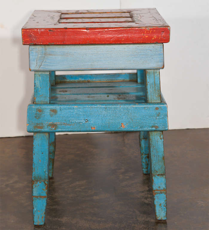 Antique French Folk Art End Table in Painted Pine  In Good Condition For Sale In Dallas, TX