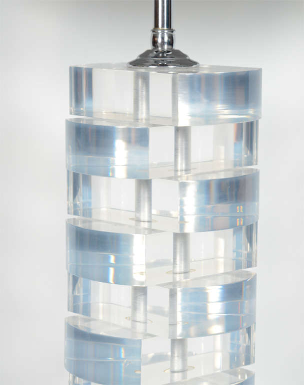Mid-Century Modern Stacked Lucite Block Lamp In Excellent Condition For Sale In Stamford, CT